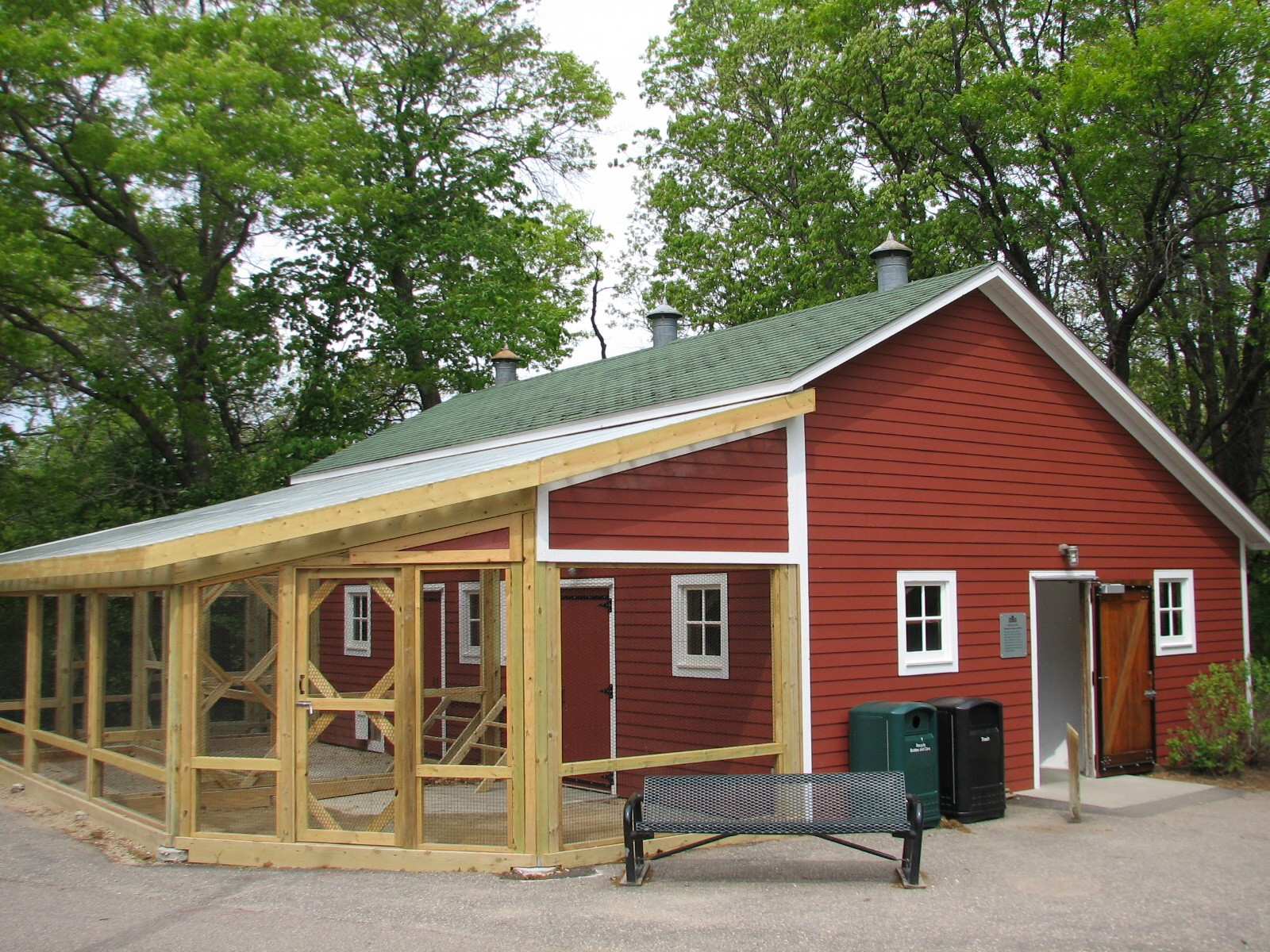 Garage With Apartment Kit Family Farm Chicken Barn Exterior Zoochat